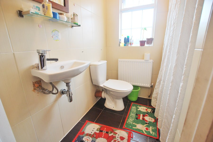 33RiversdaleGreen-Ensuite