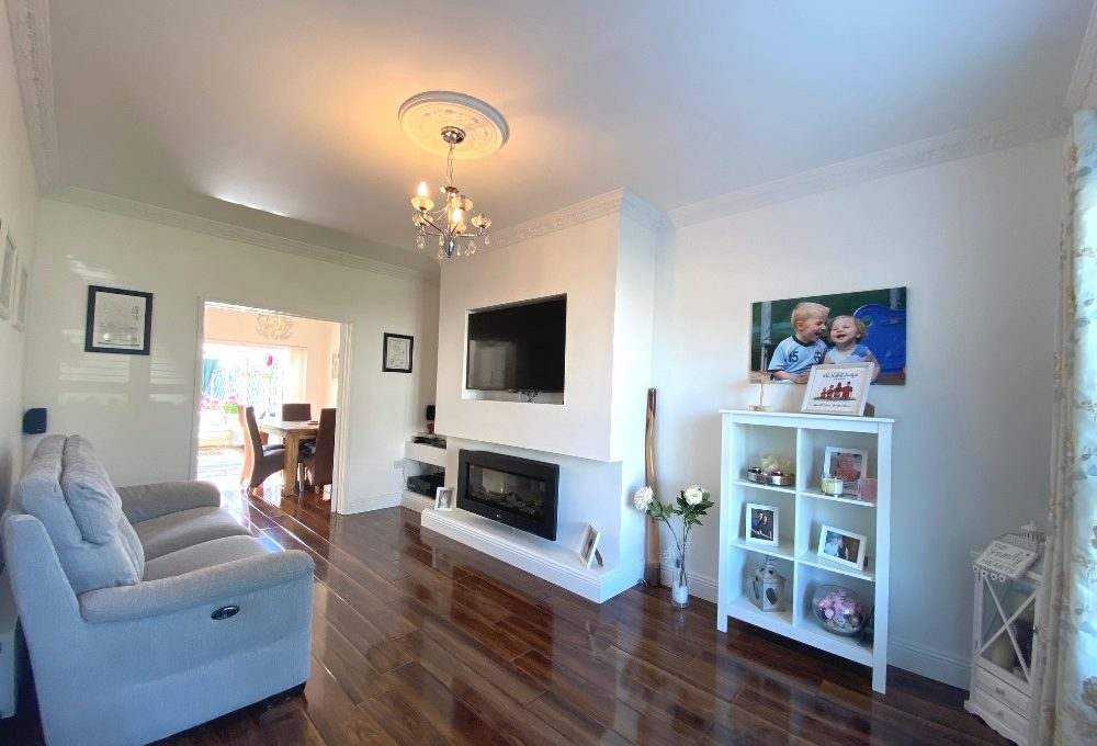 33 Woodford Court living room